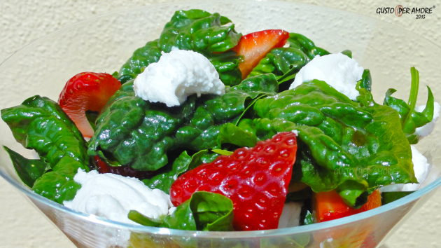 Spinach strawberries salad - Recipes with olive oil - Gusto Per Amore