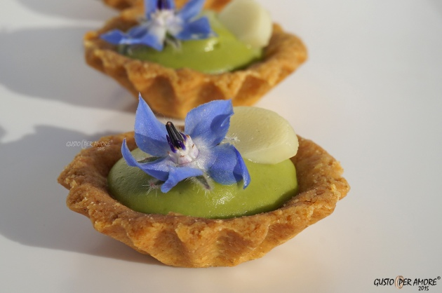 Mini broad beans cream tarts with pecorino cheese and borage flowers on the top. This savoury tartlets are perfect appetizers
